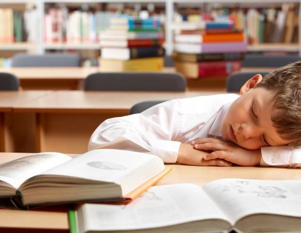 Criação de salas de sonecas nas escolas pode melhorar o aprendizado dos alunos, conclui estudo brasileiro