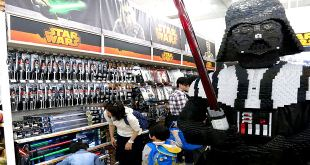 Toys r us RIP Look How Star Wars Toys partially Killed off !!