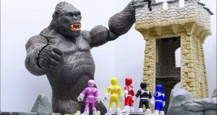 Power Rangers & Marvel Avengers Toys Pretend Play | KING KONG Castle Attack