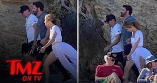 Matt Damon Joins Ben and Jen During Walk on the Beach in L.A. | TMZ TV
