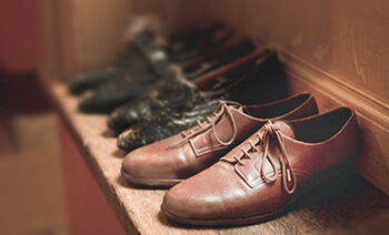 use banana peel to buff leather shoes