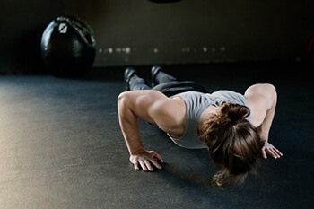 perform situps or pushups