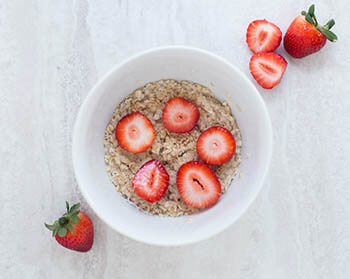 oats with strawberry