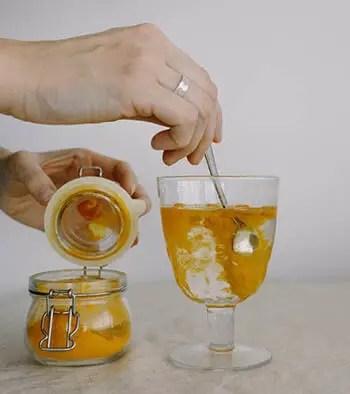 making turmeric tea