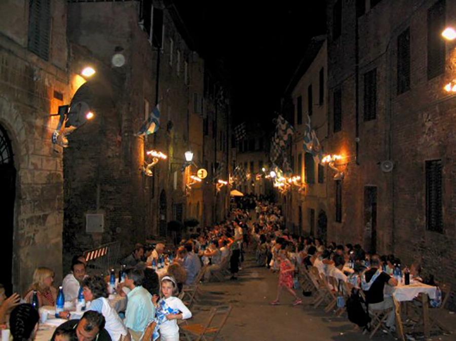 sienna-clan-dinners-e1321560381723