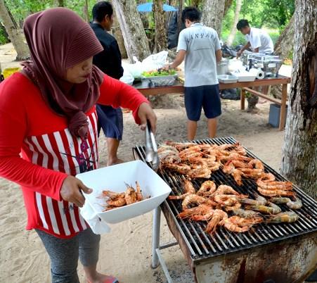 cooking shrimp 900 phuket