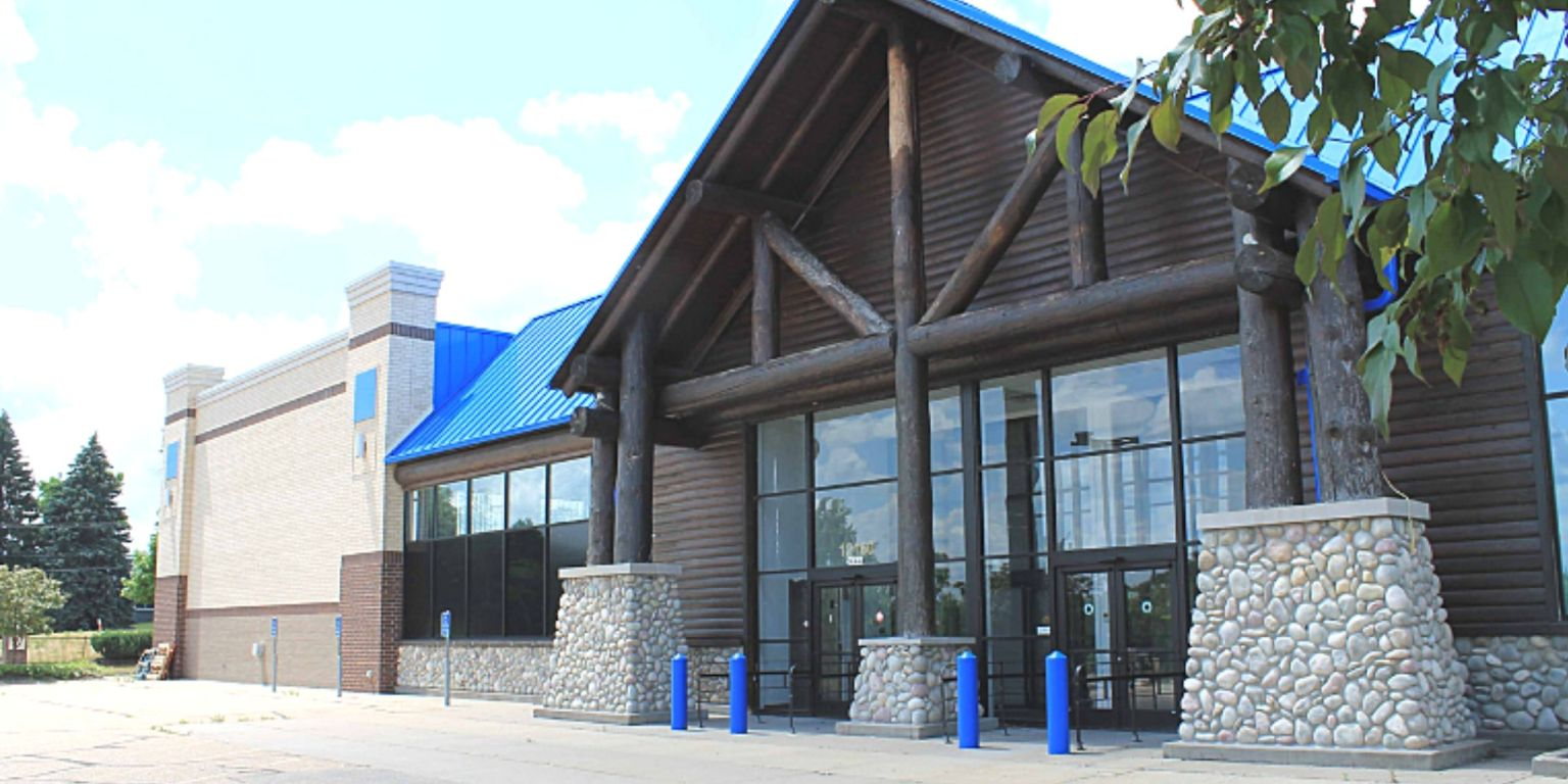 An image of the front of the former Gander Mountainl in Eden Prairie