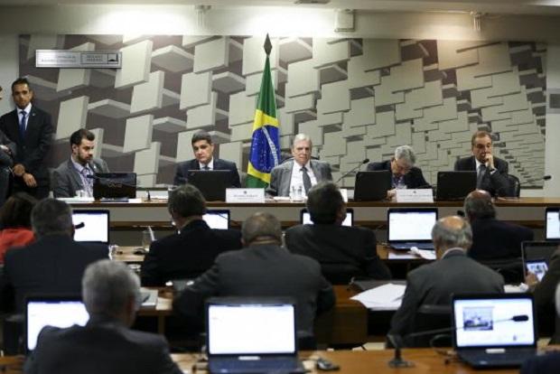 Comissão do Senado aprova lei que permite acumular pacote de dados do celular