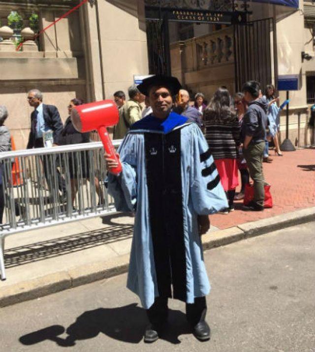 Suman obtém um doutorado da Columbia University. (Imagem cortesia de Suman Srinivasan)
