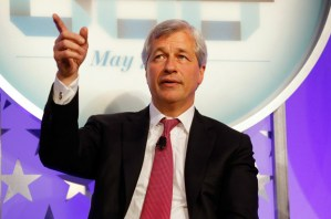 EUA, economia, reforma tributária - Jamie Dimon, presidente e CEO da JPMorgan Chase & Co., fala durante o programa 'An Evening With the Fortune 500' na Bolsa de Valores de Nova York em 7 de maio de 2017 (Jemal Countess/Getty Images para Time)
