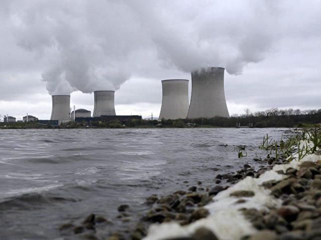 Atomkraftwerk im französischen Cattenom Foto: Christophe Karaba/dpa