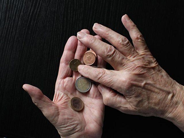 Die 20 Millionen Rentner in Deutschland müssen sich mit leichten Zuwächsen ihrer Rente begnügen. Foto: Sebastian Willnow/dpa