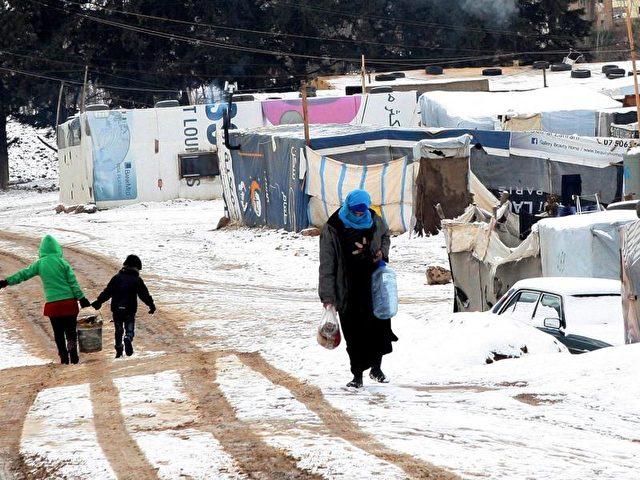 Flüchtlinge aus Syrien in einem Flüchtlingslager im Osten des Libanon.Foto: Lucie Parsaghian/dpa