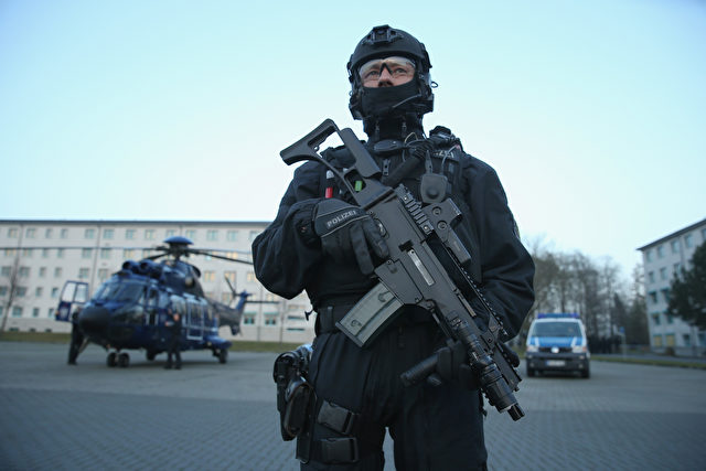 AHRENSFELDE, GERMANY - DECEMBER 16:  Members of the new BFEplus anti-terror unit of the German federal police holds a G36C automatic weapon after taking part in a capabilities demonstration at a police training facility on December 16, 2015 in Ahrensfelde, Germany. The BFEplus, whose acronym stands for Beweissicherungs und Festnahme Einheit, or Evidence Safeguarding and Arrest Unit, is to support the GSG9 police special forces unit in containing domestic terror threats. Germany is on high-alert following the November Paris terror attacks and a credible threat at the Germany vs. Holland football match in Hanover.  (Photo by Sean Gallup/Getty Images)