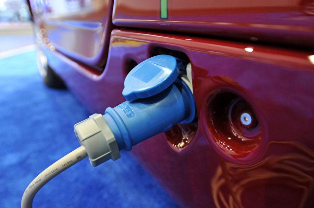 Ein Elektroauto während des Aufladens Foto: by Bryan Mitchell/Getty Images