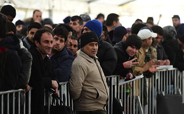 Flüchtlinge und Migranten in Deutschland Foto: JOHN MACDOUGALL/Getty Images