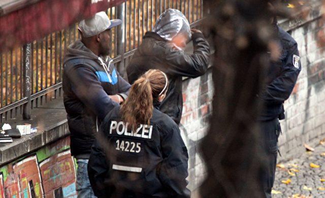 Polizei kontrolliert Drogendealer Foto: über dts Nachrichtenagentur