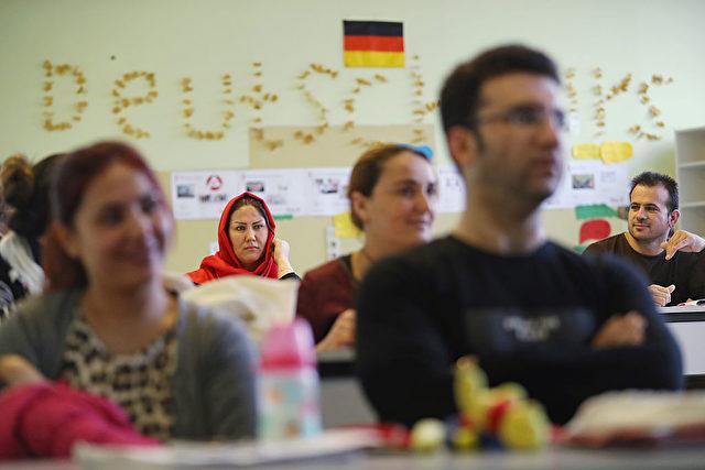 Flüchtlinge und Migranten besuchen einen Deutschkurs in Berlin. Foto: Sean Gallup/Getty Images