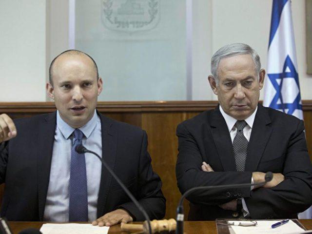 Premierminister Netanjahu (r.) und sein Erziehungsminister Naftali Bennett: Der ultrarechte Minister rief dazu auf, als Reaktion auf den UN-Beschluss Teile des palästinensischen Westjordanlandes zu annektieren. Foto:Abir Sultan/dpa