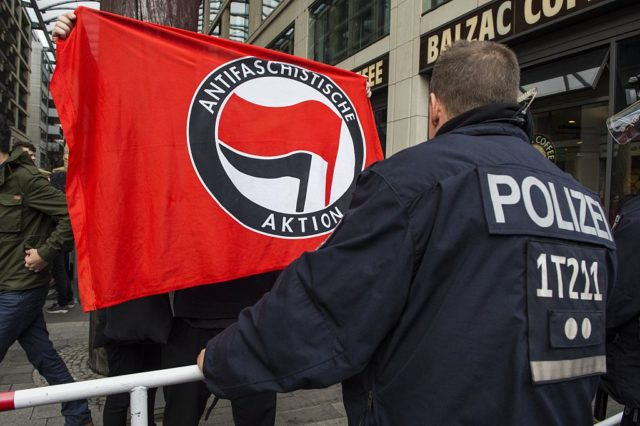 Antifa-Protest in Deutschland. (Symbolbild) Foto: JOHN MACDOUGALL/AFP/Getty Images