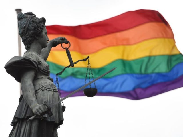 «175er» - so wurden homosexuelle Männer jahrzehntelang abwertend genannt. Foto: Arne Dedert/dpa