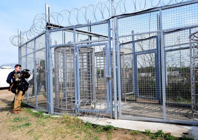 Gesicherter Grenzübergang in Ungarn. Foto: ATTILA KISBENEDEK/AFP/Getty Images