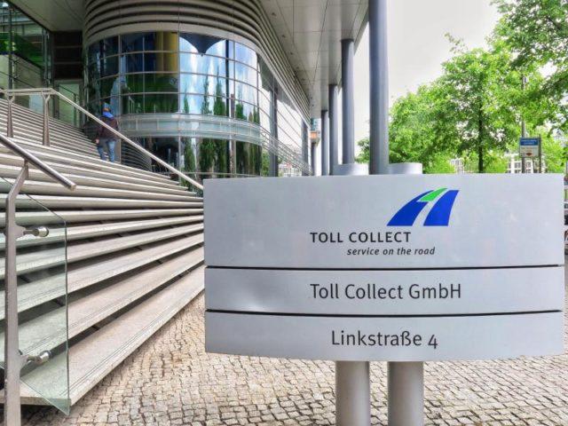 Die Unternehmenszentrale von Toll Collect in Berlin bekam Besuch von der Polizei. Foto: Soeren Stache/dpa