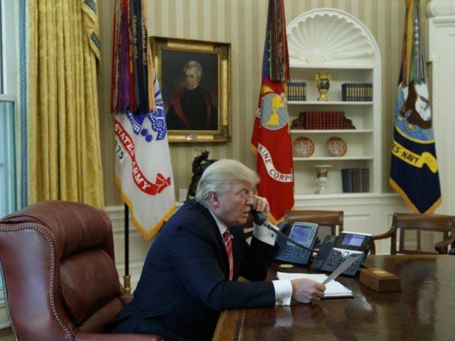 Begründet die Einreisesperren mit Gefahren für die nationale Sicherheit: US-Präsident Donald Trump. Foto: Evan Vucci/dpa
