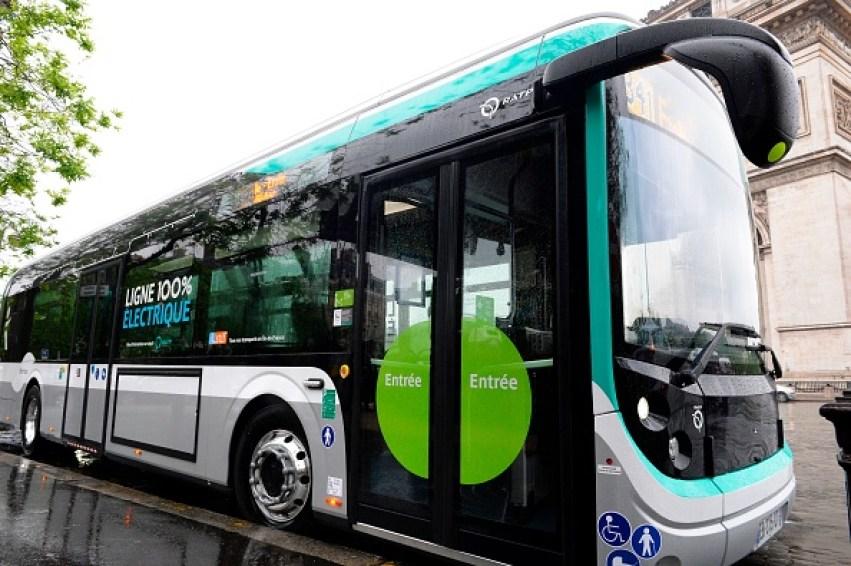 Paris: un chauffeur de la RATP refuse d'ouvrir les portes de son bus à une jeune fille parce qu'elle porte une jupe