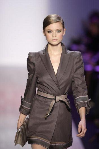 Коллекция женской одежды осень 2008, представленная 1 февраля на неделе моды от Mercedes-Benzв в Нью-Йорке. Фото: Mark Mainz/Getty Images for IMG