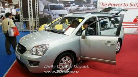 Стенд корейской компании KIA. Компактвэн Carens второго поколения. Одноклассник таких моделей, как Ford C-MAX, Opel Zafira и Toyota Corolla Verso. Фото: 3dnews.ru