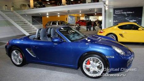 Стенд компании Porsche. Открытый Boxter и его брат Cayman. Фото: 3dnews.ru