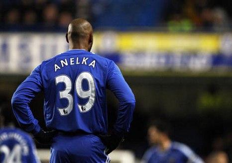 Для Николя Анелька этот матч стал дебютным в футболке «Челси». Лондон, Стемфорд Бридж. 22-й тур английской Премьер лиги. Лондонское дерби между «Челси» и «Тоттенхэм Хотспур». Фото: ADRIAN DENNIS/AFP/Getty Images