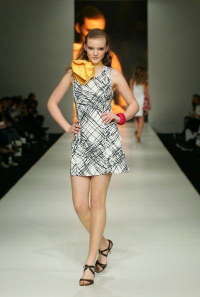 Коллекция одежды сезона весна-лето 2008/2009 от дизайнера Adam. Фото: Sergio Dionisio/Getty Images