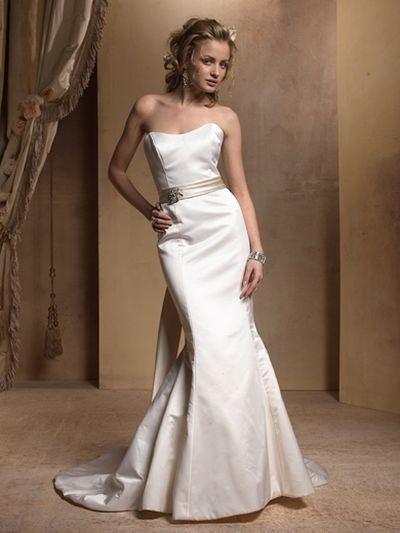 Дизайн свадебных платьев сезона весна-лето 2008 развивает идею простоты и элегантности предыдущих коллекций. Фото: efu.com.cn