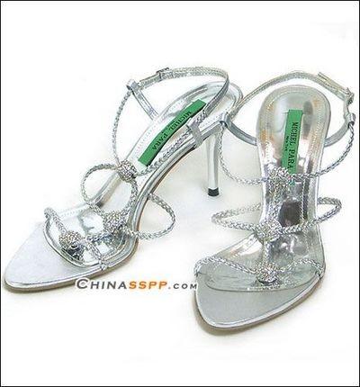 Летняя обувь на высоких тонких каблуках. Фото с epochtimes.com