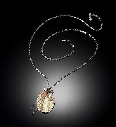 Бусы и серьги из океанической раковины. Фото: epochtimes.com