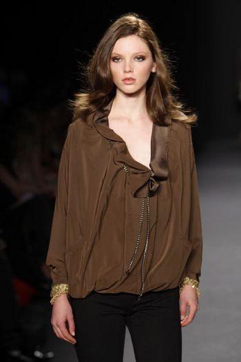 Коллекция женской одежды осень 2008 от Николь Миррлер (Nicole Miller) на неделе моды от Mercedes-Benz в Нью-Йорке. Фото: Frazer Harrison /Getty Images