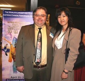 Саймон Джеймс и его жена Ниоми посещают «Китайскую феерию» в Суррей, Канада, в воскресенье вечером. Фото: Бен Тейлор /Великая Эпоха