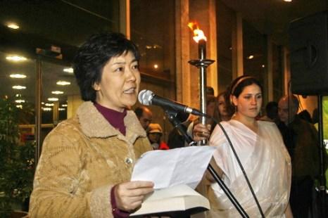 Дженнифер Цзэн рассказывает о пытках, перенесенных в заключении в Китае. Фото: Дженифер Дзен/Великая Эпоха
