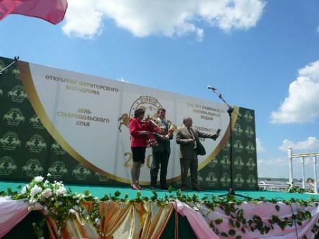 Владельцы первого победителя. Фото: Елена Захарова/Великая Эпоха