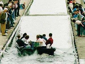 Солитон на акведуке имени Джона Скотта Рассела, воспроизведенный в 1995 году. Фото университета Хериота-Уотта