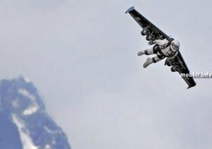 Ив Росси совершил первый в мире полет на