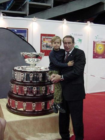 Шамиль Тарпищев с сыном. Фото Николая Зуева