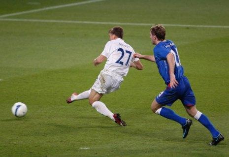 Игорь Денисов забивает гол. Фото: Jasper Juinen/Getty Images