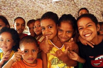 Дети Самоа также будут нести груз долгов «благородных деяний» Китая, выплачивая их. Фото: Phil Walter/Getty Images
