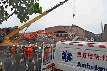 В городе Шицзячжуан обрушилось здание завода. Фото с epochtimes.com