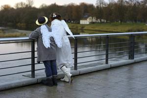 В это время года ангелы летают низко. Представляете себе: подарить к рождеству рассказ. Фото: Johannes Simon /Getty Images