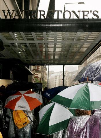 Крупнейший книжный магазин Европы Waterstones. Фото: Rosie Greenway/Getty Images