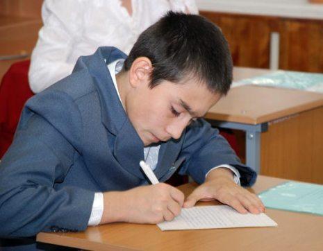 Роман Буданов, 14 лет, 3 место, СРЦ ЮАО г. Москвы: «Это так здорово жить в семье, где все тебя и друг друга любят, ценят, уважают, заботятся о тебе и  близких. Ведь семья - это сила... На свою судьбу я не в обиде. Ведь в жизни может случиться все. Но для себя я твердо решил, что когда я вырасту, у меня будет семья. Я сделаю все возможное и невозможное. Я готов трудиться день и ночь, чтобы не повторить ошибок моих родителей».
